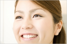 微笑む女性のイメージ